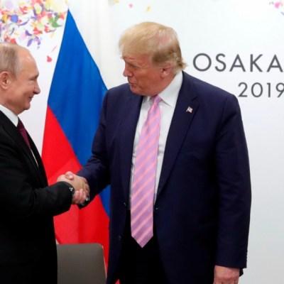 Trump bromea a Putin pidiéndole que no interfiera en elecciones de EU