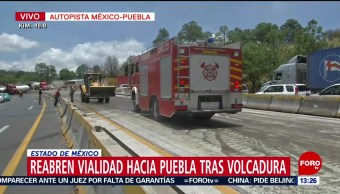 FOTO: Reabren de manera parcial vialidad hacia Puebla tras volcadura de tráiler