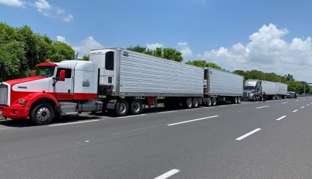 Foto: Los migrantes viajaban hacinados en tráileres, el 15 de junio de 2019 (Noticieros Televisa)