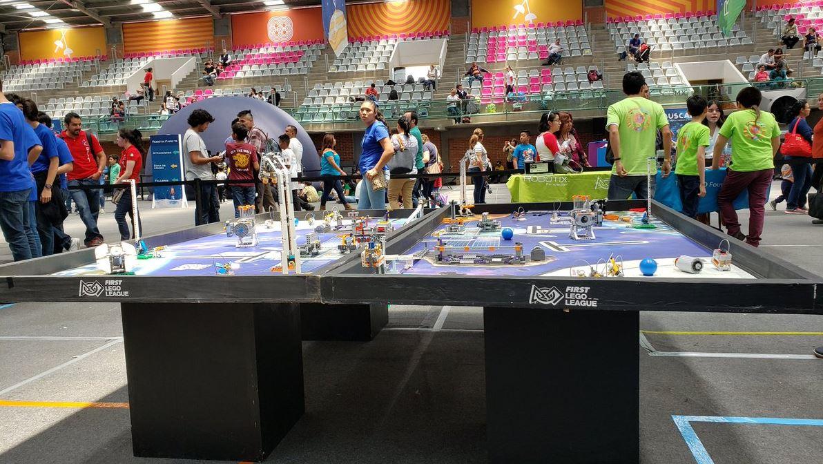Foto: El interés por la robótica ha llevado a que muchos de los niños lleguen a competencias internacionales, el 8 de junio de 2019 (Twitter @samsungmobilemx)