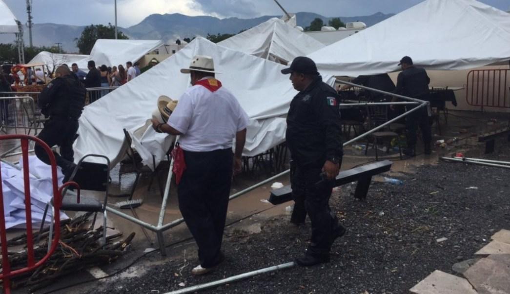 Foto: Los fuertes vientos y lluvia causan accidentes viales, la caída de al menos 10 árboles y cortes de la energía eléctrica en Saltillo, Coahuila, junio 22 de 2019 (Twitter: @DiarioCoahuila)