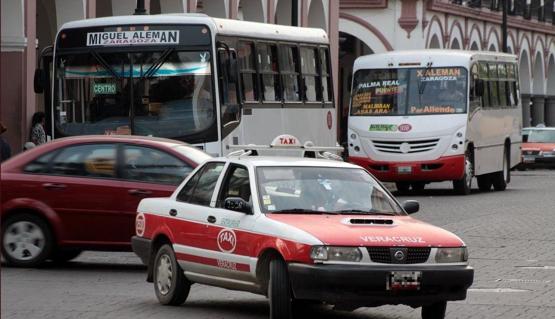 Foto: taxistas en Veracruz, 10 de junio 2019. Twitter @NMinutosMx