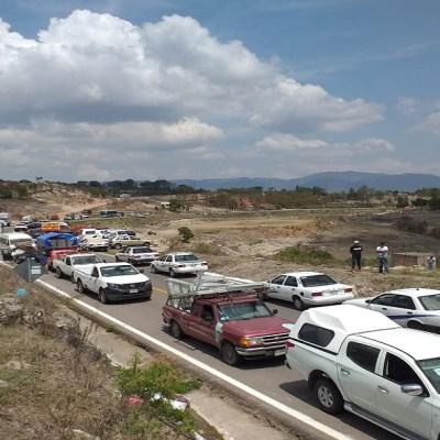 Retienen a funcionario para exigir entrega de fertilizantes en Guerrero