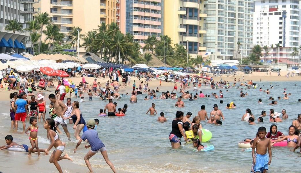 Foto: turistas en el puerto de Acapulco, Guerrero, 8 de abril 2019. Twitter @PoliturAcapulco