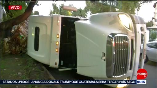 Volcadura de camión en Congreso de la Unión, CDMX, deja un lesionado