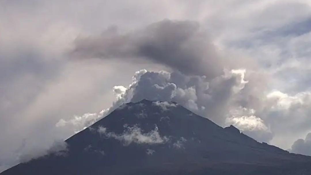 Foto: Emisión de vapor de agua, gases y ligero contenido de ceniza del volcán Popocatépetl, junio 23 de 2019 (Twitter: @PC_Estatal)