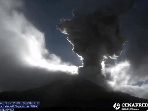 FOTO Popocatépetl lanza fumarola de 3 kilómetros de altura (Cenapred/@webcamsdemexico 3 junio 2019 puebla)