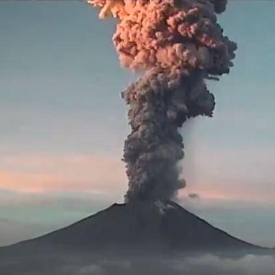 Volcán Popocatépetl registra explosión con altura de entre 4 y 5 kilómetros