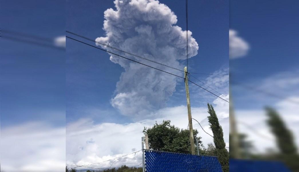 Foto: La fumarola alcanzó una altura aproximada de 5 km, con contenido moderado de ceniza, 14 junio 2019