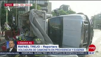 FOTO: Vuelca camión tres y media toneladas en la avenida Providencia, 23 Junio 2019