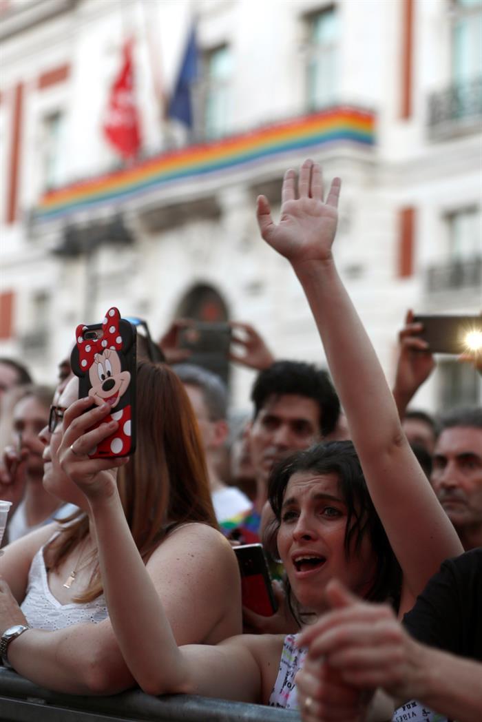 Foto: Asisitentes a los conciertos con motivo del Orgullo Gay 2019, 6 de julio de 2019 (EFE)