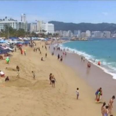 Continúa llegada de vacacionistas al puerto de Acapulco