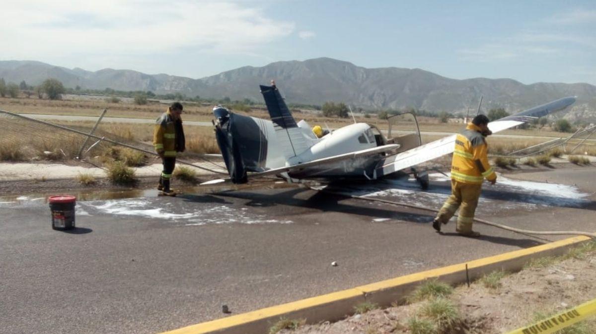 Avioneta cae a metros de llegar al aeropuerto de Lerdo, Durango
