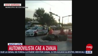 Foto: Auto Cae Zanja Drenaje Nuevo León 23 Julio 2019