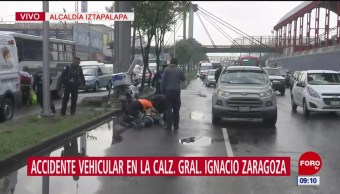 Auto impacta a motociclista la calzada Ignacio Zaragoza, CDMX