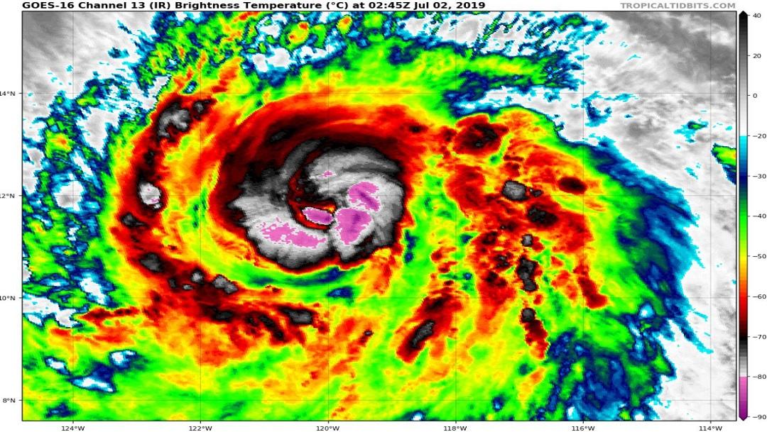 'Bárbara' se intensifica a huracán categoría 2, lejos de costas nacionales