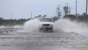 Foto: La costa sur de Luisiana recibe así el azote de vientos huracanados y fuertes lluvias, el 13 de julio de 2019 (Reuters)