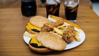 Alimentos altos en grasas y carbohidratos pueden dañar nuestra salud. (Pexels)
