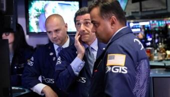 Los comerciantes trabajan en el piso de la Bolsa de Nueva York (NYSE) Estados Unidos, 9 de julio de 2019 (Reuters)