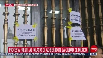 FOTO: Bomberos protestan en el Zócalo de la CDMX