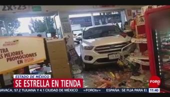 Camioneta se estrella contra mostrador de una tienda en Edomex