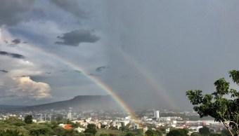 Fuerte lluvia provoca encharcamientos y caída de árboles en Tuxtla Gutiérrez, Chiapas