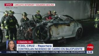 FOTO: Controlan incendio de carro en bajo puente en CDMX
