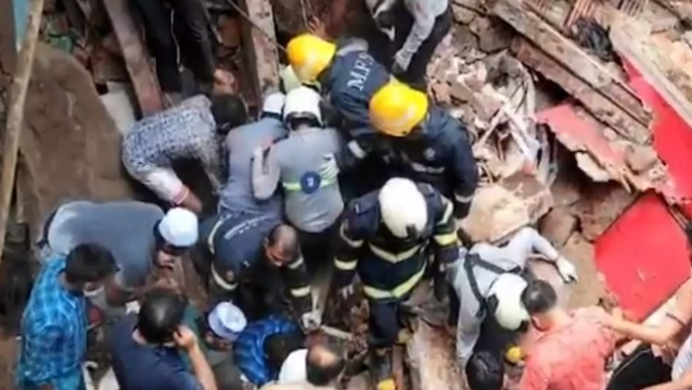 Derrumbe de edificio en Bombay deja al menos 40 personas atrapadas