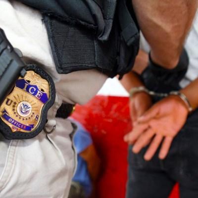 ¿Qué hacer si te detienen en una redada del ICE en Estados Unidos?
