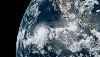 """Foto: El huracán """"Bárbara"""" se ubica lejos de las costas mexicanas. El 1 de julio de 2019"""