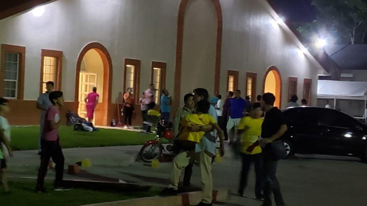 Foto: Servicios de emergencia trasladan a los intoxicados a hospitales de Cancún. Foto del 17 de julio de 2019