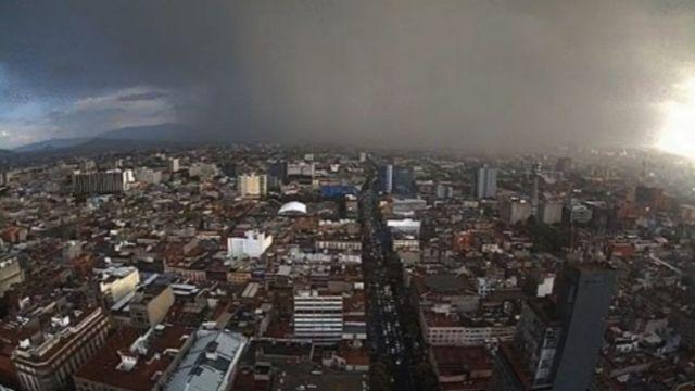 Lluvia en la Ciudad de México. Twitter/@webcamsdemexico