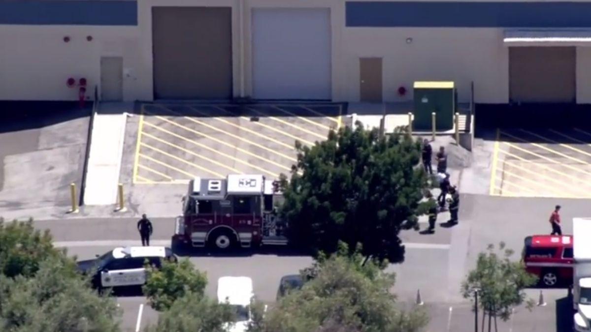 Foto: Servicios de emergencia llegaron a un almacén de Facebook en Menlo Park, en California, EEUU. El 1 de julio de 2019