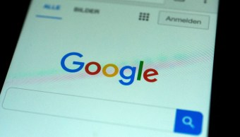 Foto: Motor de búsqueda de Google en la pantalla de un celular