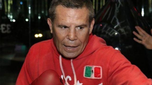 Foto: El exboxeador Julio César Chávez entrena en un gimnasio. jcchavez115/Instagram
