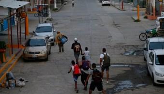 Foto: Un grupo de migrantes cubanos caminan por calles de Ciudad Hidalgo, en Chiapas, México. El 17 de junio de 2019