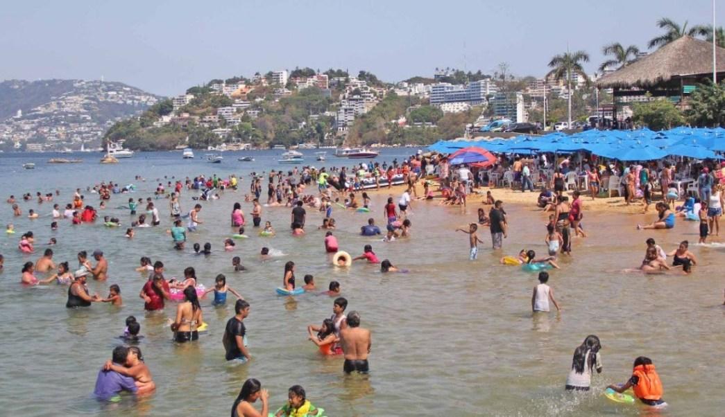 Turistas en el puerto de Acapulco