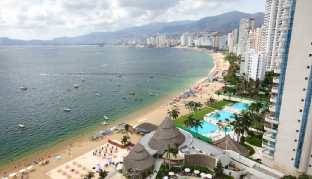 Imagen: La temperatura en el puerto de Acapulco se mantiene por arriba de los 40 grados a la sombra, 14 de julio de 2019 (Getty Images, archivo)