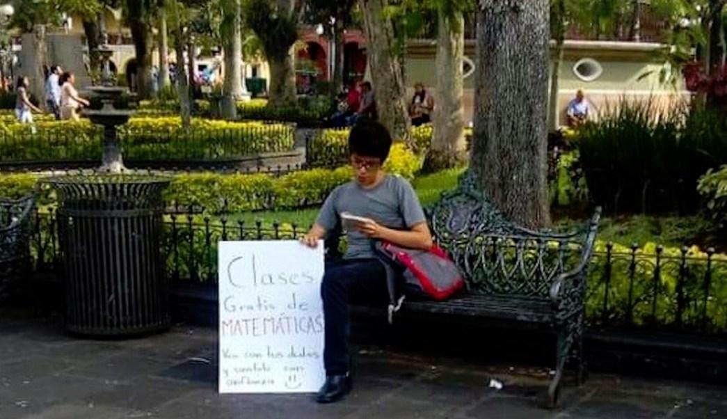 Foto Joven ofrece clases de matemáticas en un parque y se vuelve viral 11 junio 2019