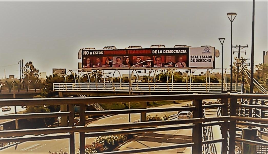 Exhiben en Tijuana a diputados locales por votar 'Ley Bonilla'