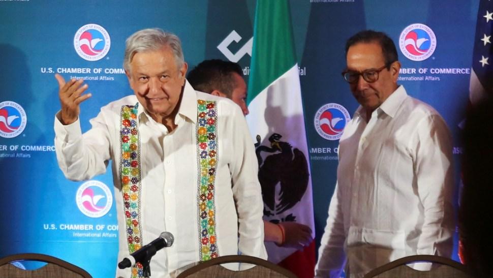 Foto: López Obrador y Carlos Salazar durante un evento en Mérida, 12 de abril de 2019, Yucatán