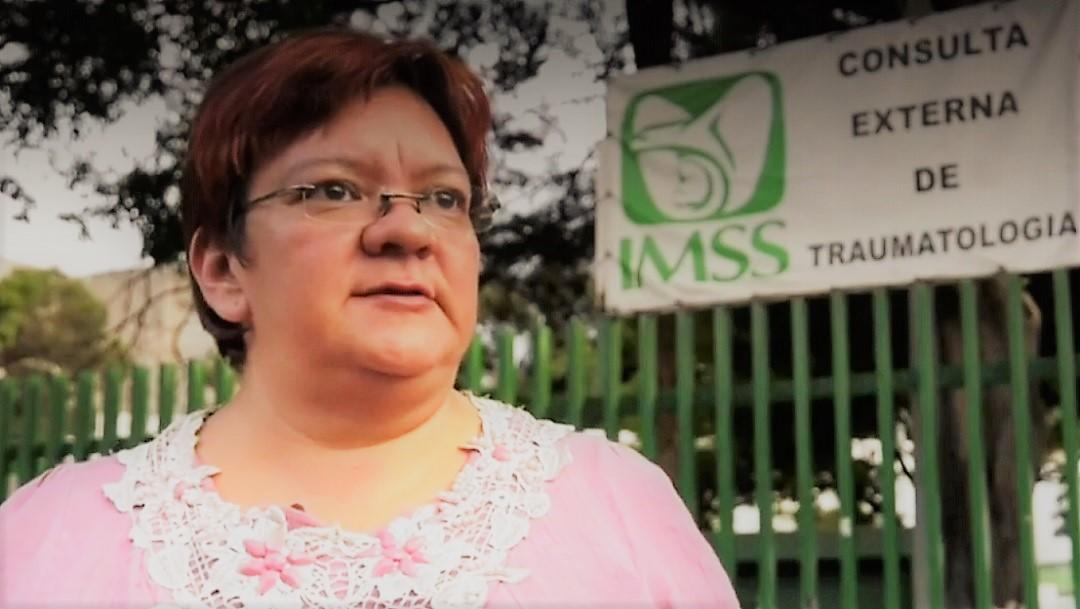 Joven lesionada en volcadura de combi en la México Puebla podría perder una pierna; su madre pide ayuda