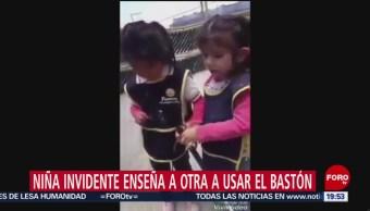 Foto: Niña Invidente Enseña Otra Usar Bastón 15 Julio 2019