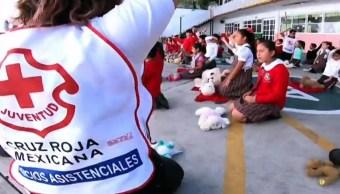 Con canciones y peluches, niños aprenden primero auxilios con voluntarios de la Cruz Roja