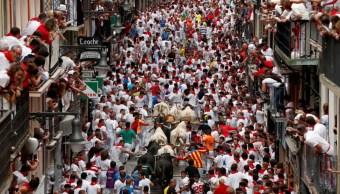 Primer encierro de los Sanfermines deja cinco heridos en Pamplona, España