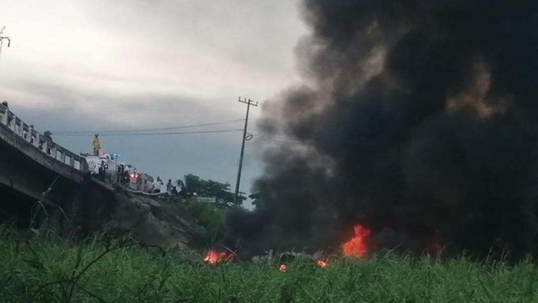 Foto Pipa con combustible cae de Puente Caracol 26 julio 2019