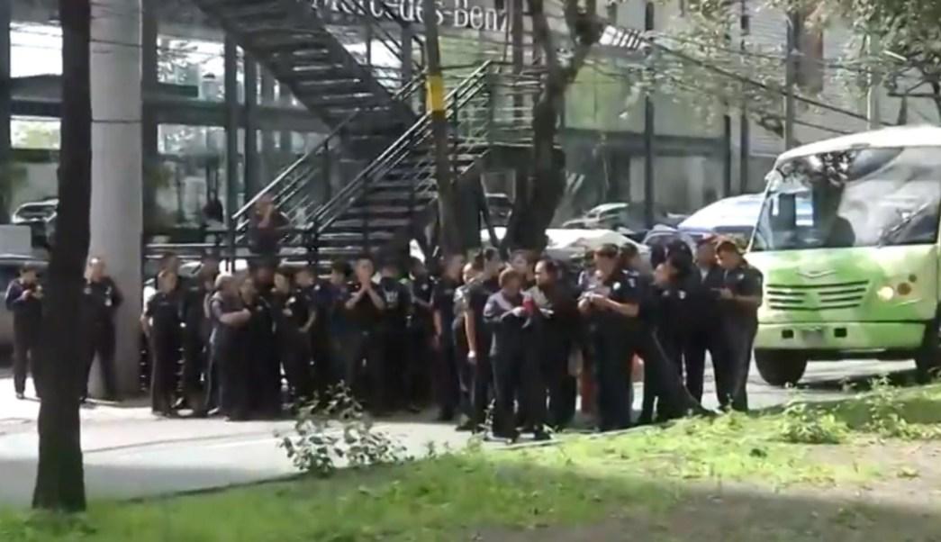 FOTO Policías federales bloquean Periférico Sur, rechazan unirse a Guardia Nacional (FOROtv)