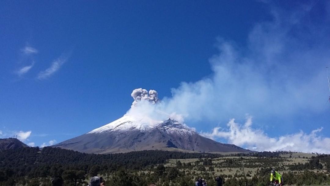 Popocatépetl presenta dos explosiones con lanzamiento de material incandescente