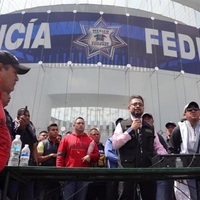 Presentan amparo colectivo para 3 mil 500 policías federales