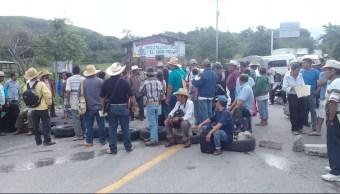 Protesta por retraso en la entrega del fertilizantes en Guerrero
